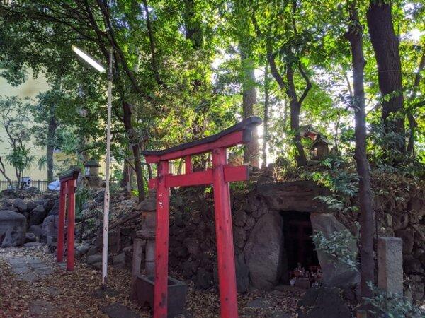 水稲荷神社 狐穴